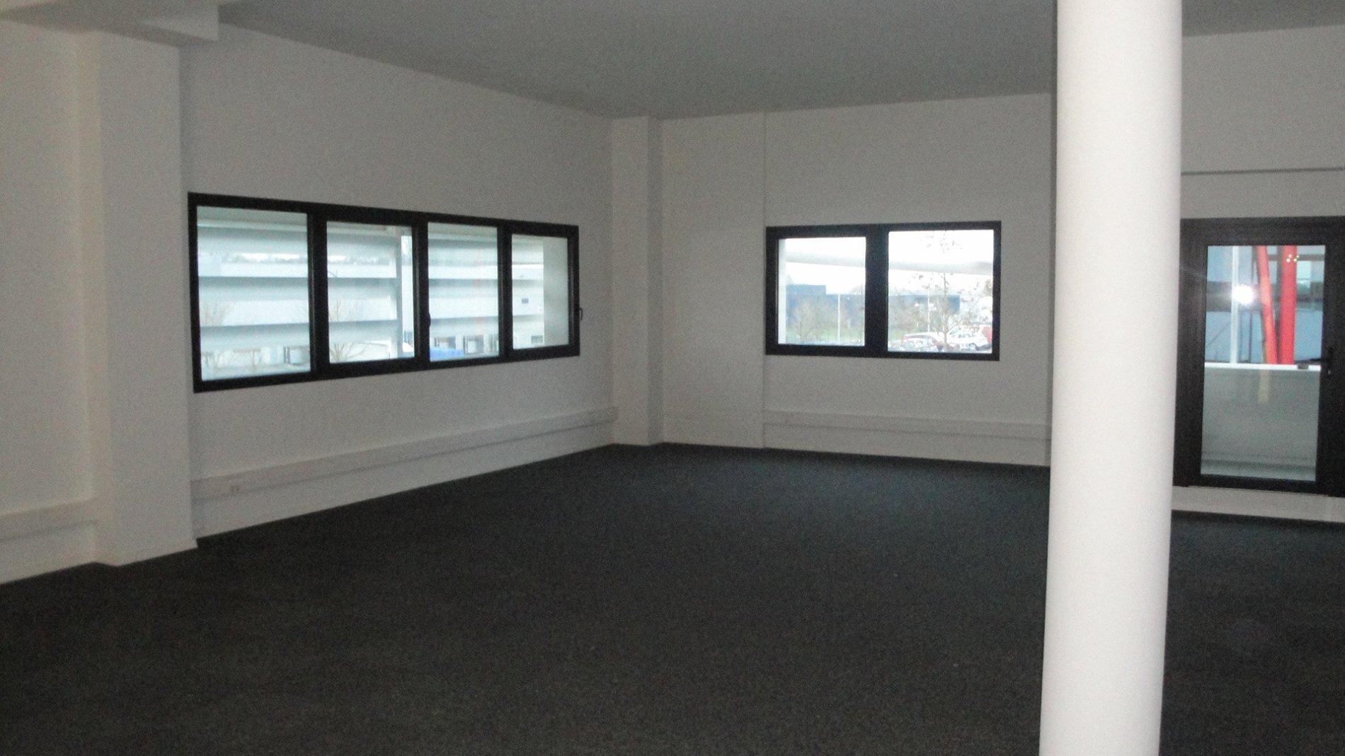 Location immobilier professionnel bureaux mommenheim 92 m for Ca location immobilier